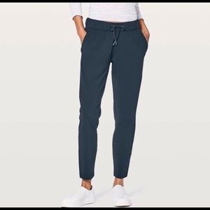 Lululemon On The Fly Pant in Nocturnal Teal Size 4
